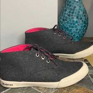 SeaVees Haight Chukka Sneaker in Charcoal & Pink